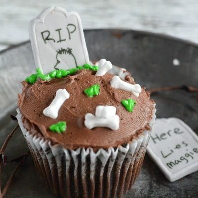 Halloween RIP Tombstone Cupcakes