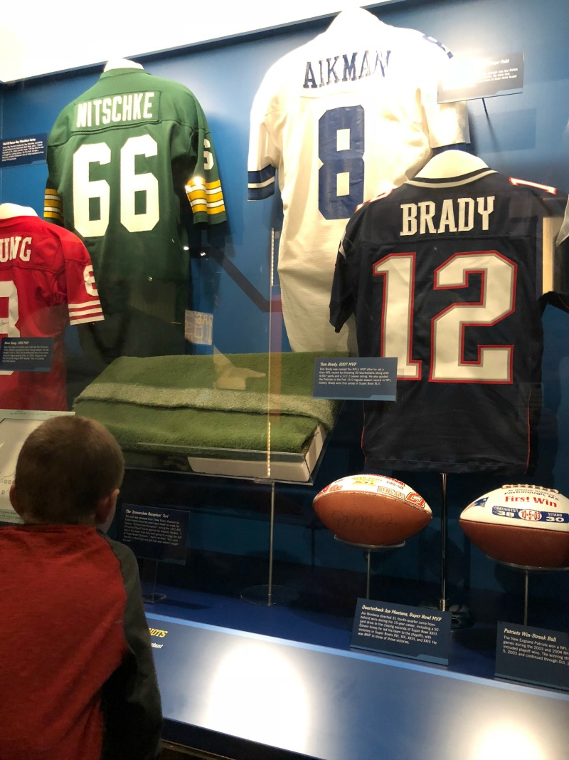 a05933e4f975a While at the Pro Football Hall of Fame and Museum, take the time to see the  films shown in the theaters. They are WORTH IT. In the Hall of Fame Super  Bowl ...