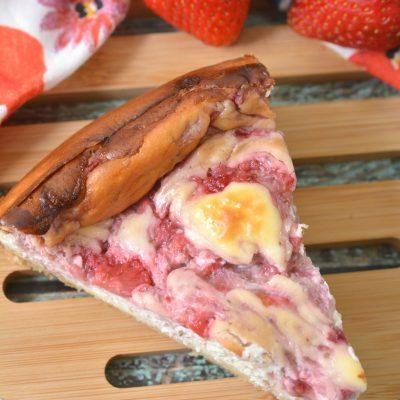 Keto Strawberry Swirl Cheesecake